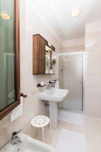 Bagno camera francese - Hotel San Marco Montebelluna TV